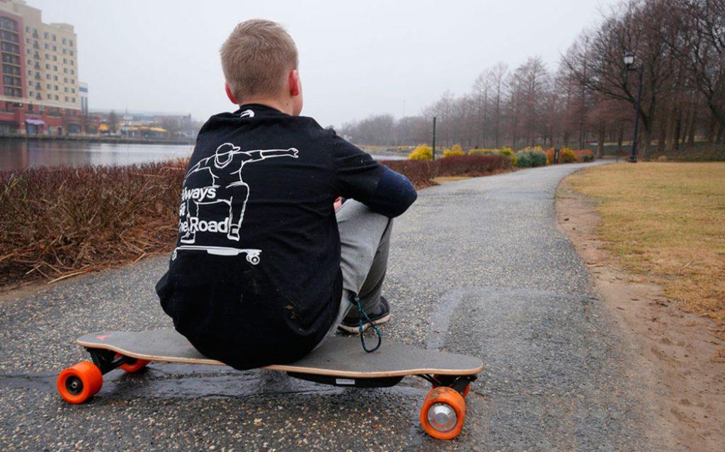 Maxfind MaxA Electric Skateboard with Dual Hub Motor  GearScoot